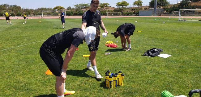 Sam Long (under towel) and Josh Ruffels feel the heat in Portugal as Chris Short (in background) supervises a session in the sunPicture: Oxford United FC