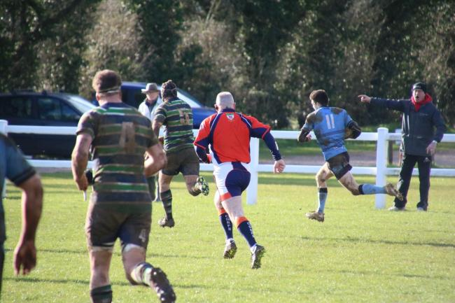 Rhys Morgan streaks away to score Witney's winning try against Reading Abbey Picture: Robert Fisk