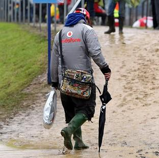 F1 fans are being told not to go to Silverstone after bad weather caused traffic chaos on Friday