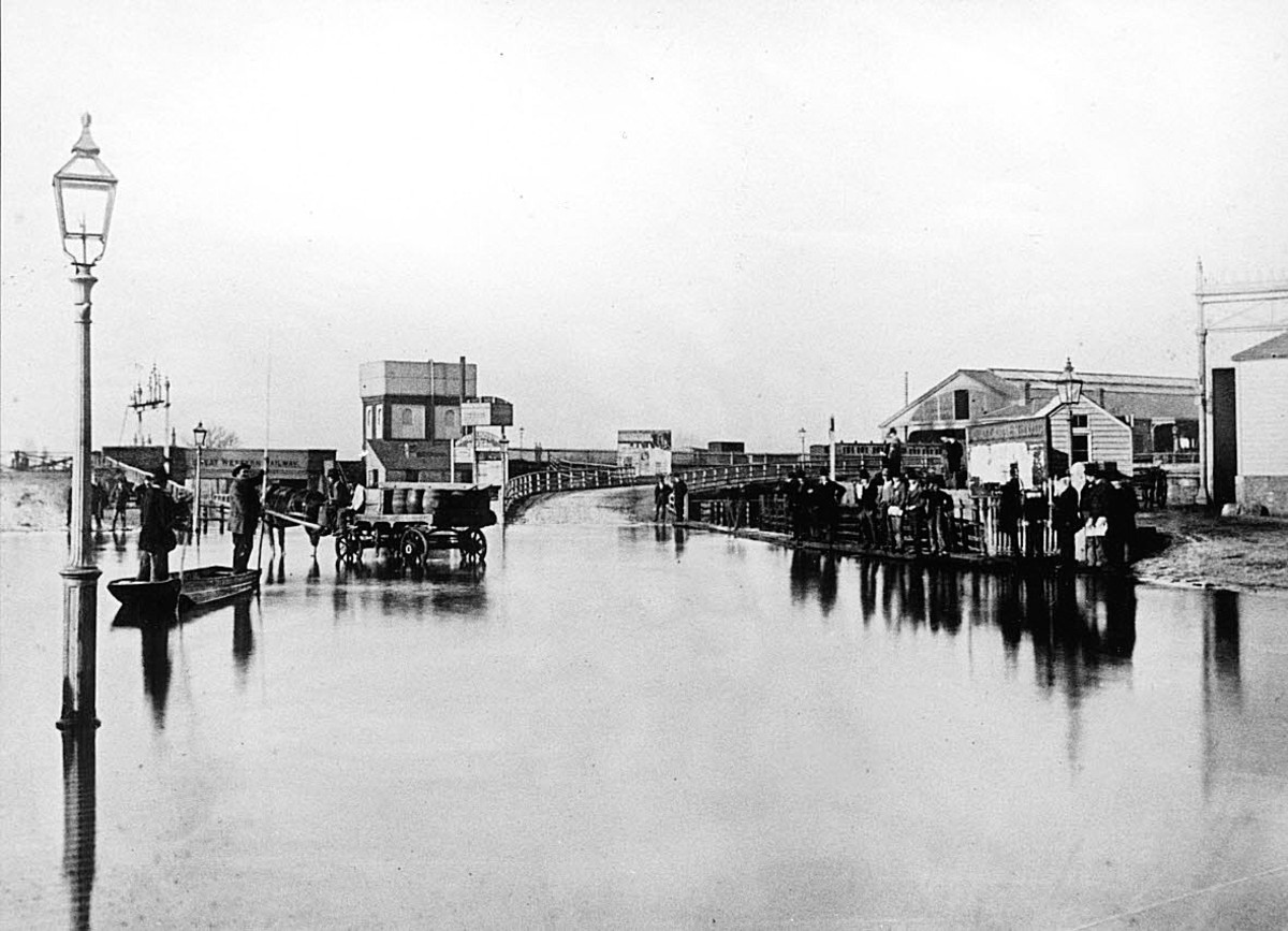 A punt was used during the floods of 1875 to ferry passengers to Oxford's Great Western Railway station, on the right, while the water under the railway bridge in Botley Road, on the left, was very deep