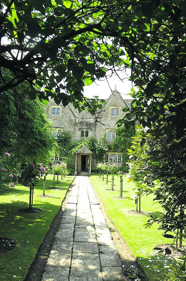 Witney Gazette: Kelmscott Manor
