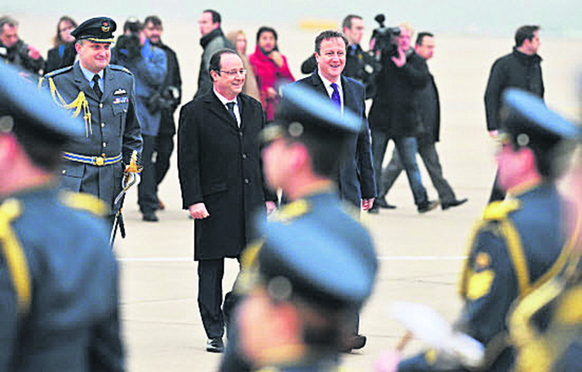 David Cameron and Francois Hollande at RAF Brize Norton. Pictures: OX64995 Jon Lewis