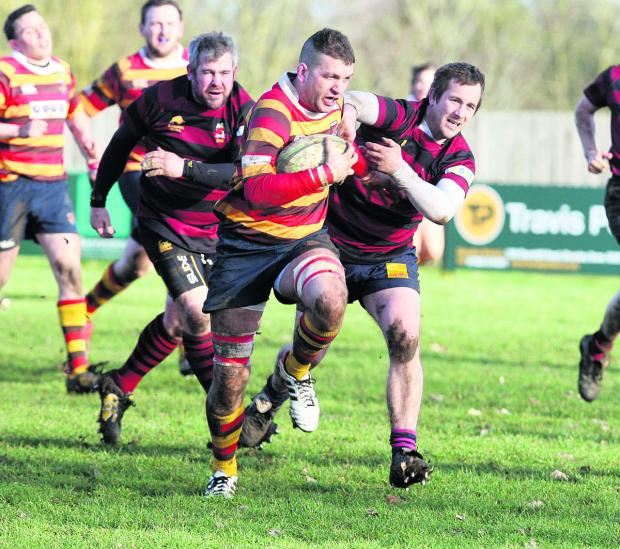 Witney Gazette: Bicester captain Dan Spencer powers past Hungerford's   former Oxford Harlequins player Anthony Cope