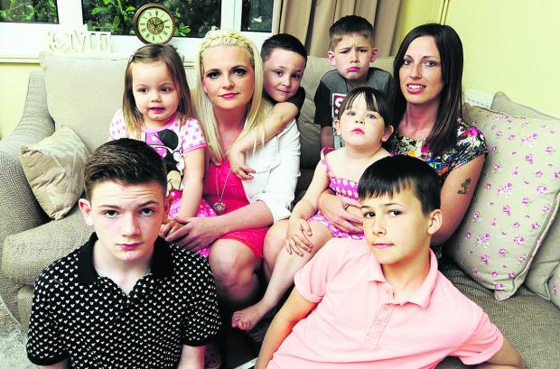 Witney Gazette: aughters and grandchildren of Larrie Lewington, clockwise from front left, Callum Lewington, 13, Summer Clapperton, two, Rebecca Lewington, 31, Louis Clapperton, six, Charlie Unwin, seven, Evie Unwin, 11, Jessica Lewington, 30, Jake Cross, 11