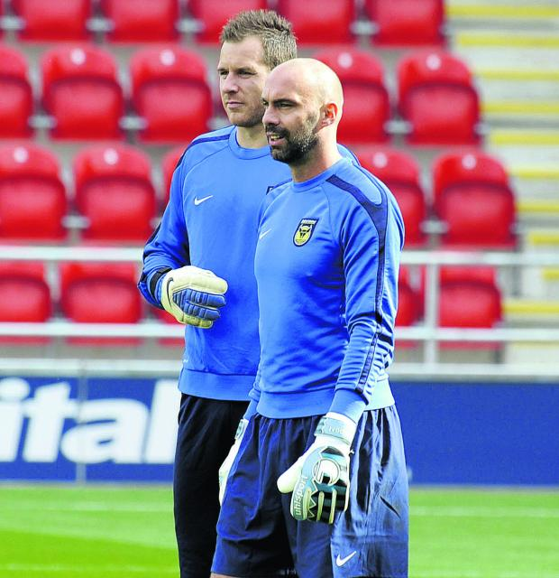 Witney Gazette: Oxford United's goalkeeping coach Wayne Brown (right) with Ryan Clarke