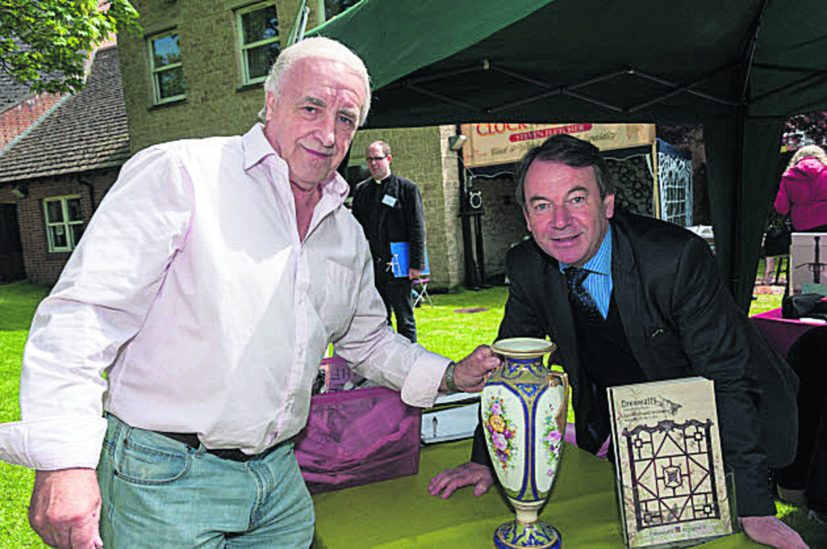 Alan Townsend gets a valuation from Eric Knowles