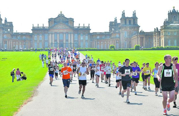 Witney Gazette: The racers run in the hot sunshine at Blenheim Palace