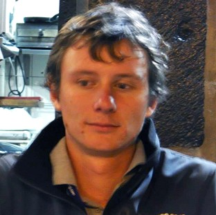 Families urge renewed yacht search