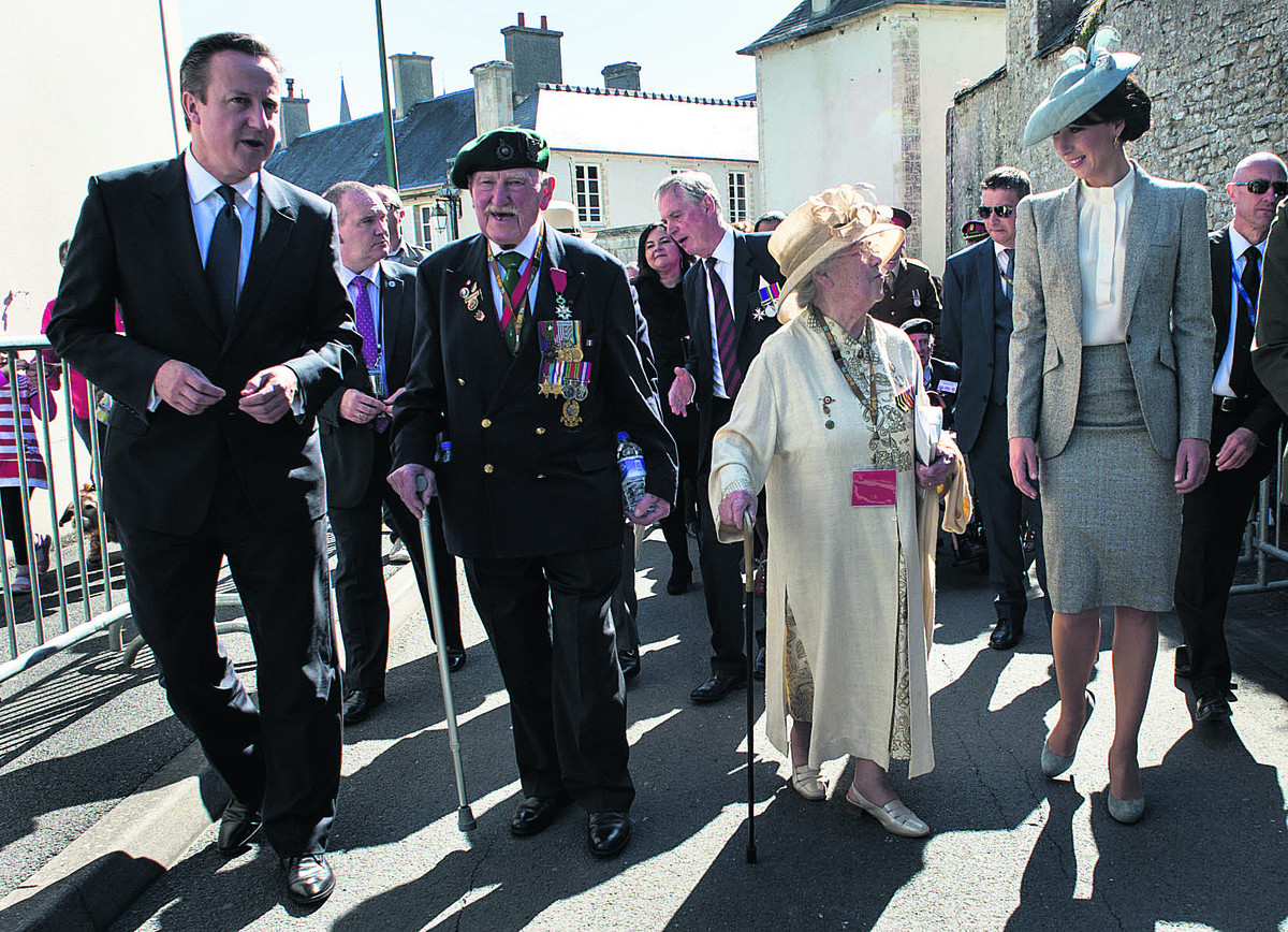 Cameron tells of his 'awe' at meeting the veterans