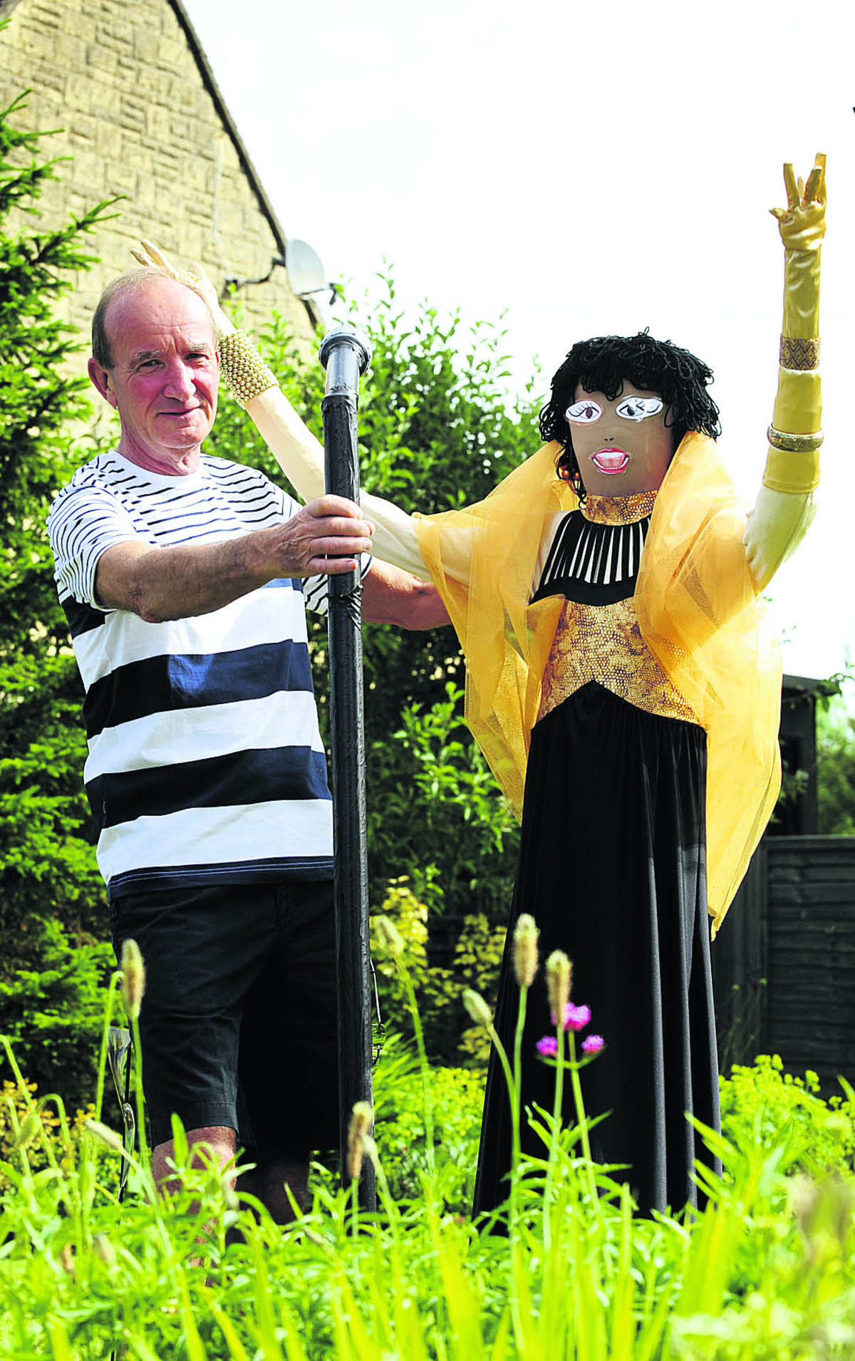 Scarecrow trail organiser Graham Knaggs teams up with Shirley Bassey in his front garden.  Picture: OX67859 David Fleming