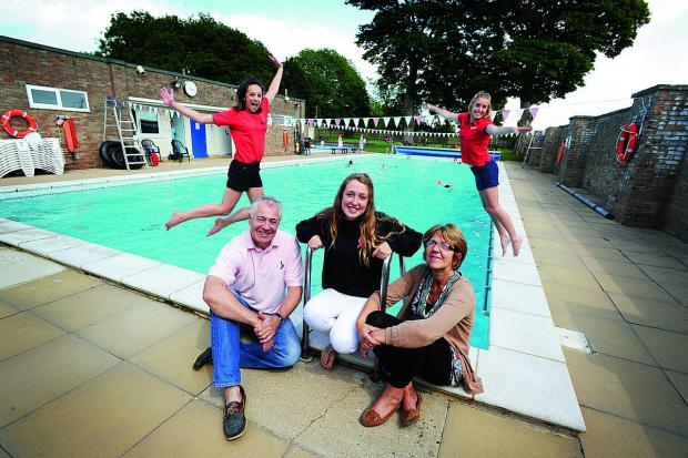 Witney Gazette: Stepfather Gary Creese, sister Hattie Creese, 16, and mother Maggi, at The Lido in Chipping Norton, one of the causes to benefit from the charity set up in Emma's name. Behind are lifeguards Georgia Allen, left, and Megan Wood   Picture OX68069 Jon Lewi