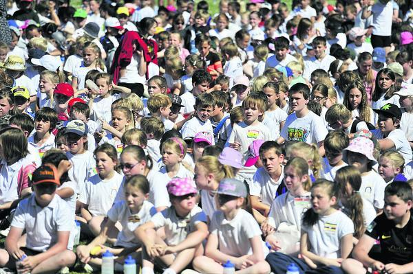 Witney Gazette: More than 1,000 pupils took part in the Carterton Commonwealth Games yesterday. Picture: OX68534 Mark Hemsworth