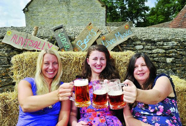 Suzanne Bartlington, Hannah Harris and Autumn Neagle prepare for the third annual Cogges Beer and Cider Festival. Picture: OX68989 Mark Hemsworth