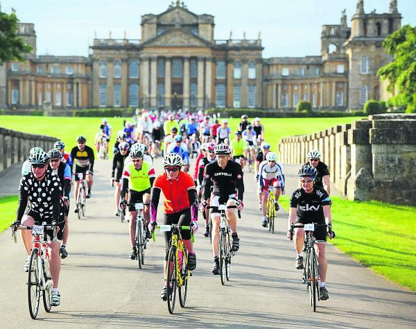 Cyclists head off from Blenheim Palace
