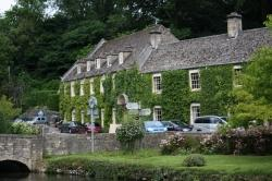 The Swan Hotel, Bibury: Old pub close to trout farm