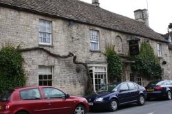 The Wheatsheaf Inn, Northleach: Old inn with impressive fireplaces