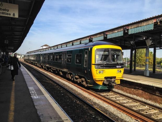 Broken down train causing delays from Didcot