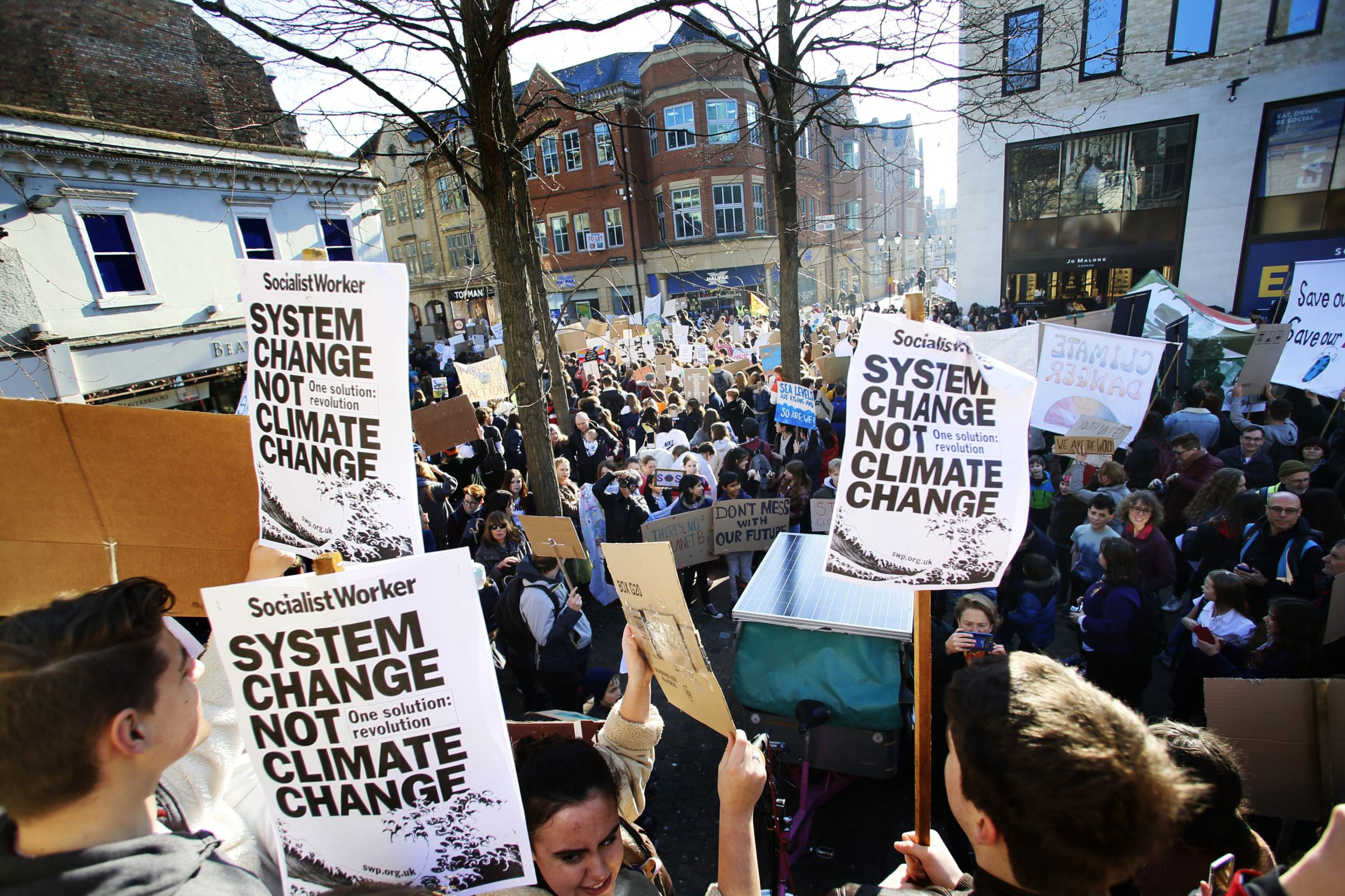 Hundreds of students and school pupils from across Oxford on strike over climate change..15/02/2019.Picture by Ed Nix.